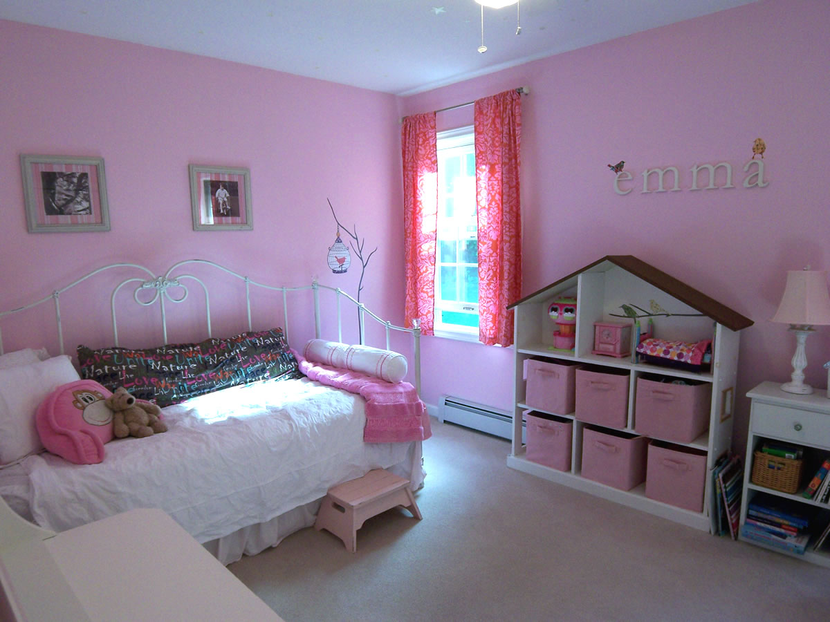 A pink room without princess accessories for Baby pink bedroom ideas