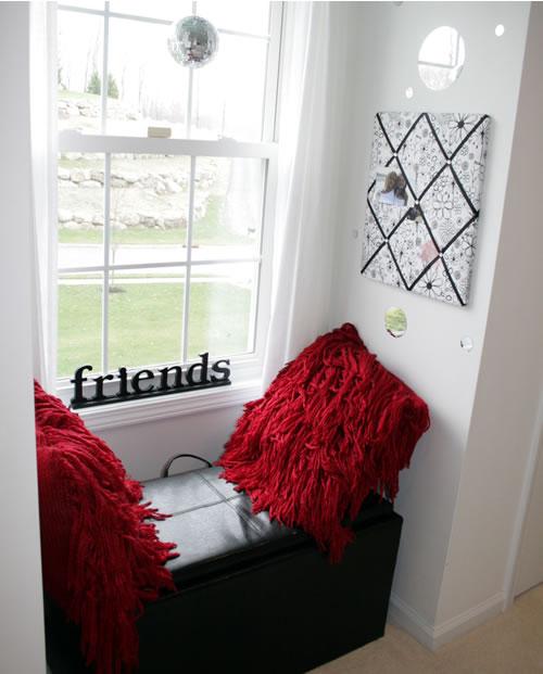 tween sitting area in bedroom