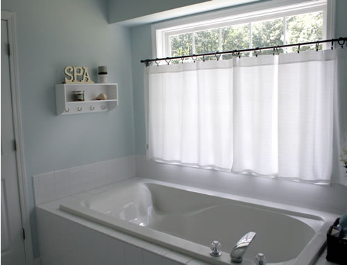 Cute window treatment master bathroom