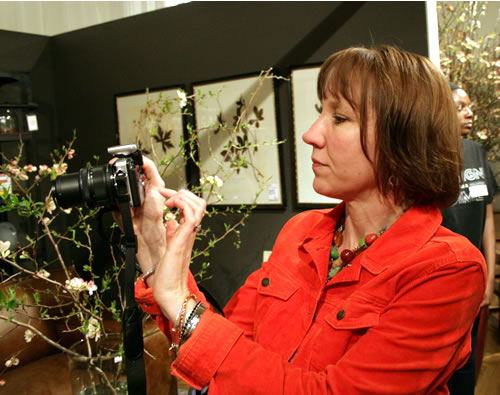 kelly plunkett taking photos at design on a dime