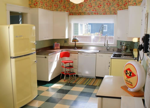 retroyellowkitchen