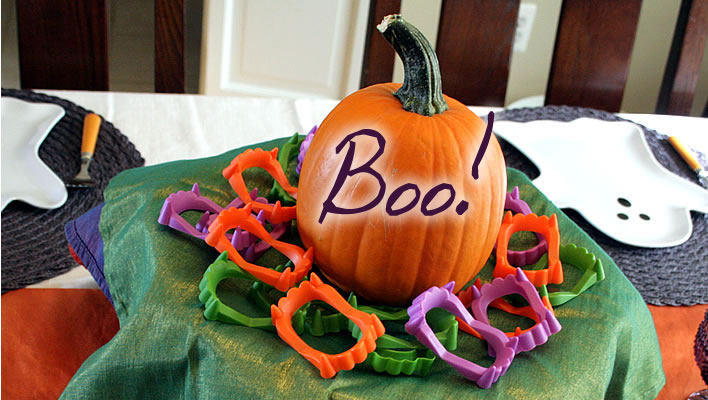 halloween tablescape feature