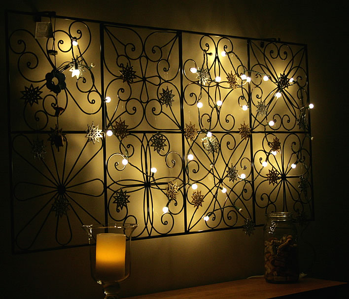string holiday lights in wall hanging #diy #decor #yourhomeonlybetter #sandyhook #bensbells