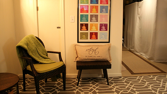Creating a meditation corner in my laundry room #meditation #beforeandafter #laundry #diy #yourhomeonlybetter