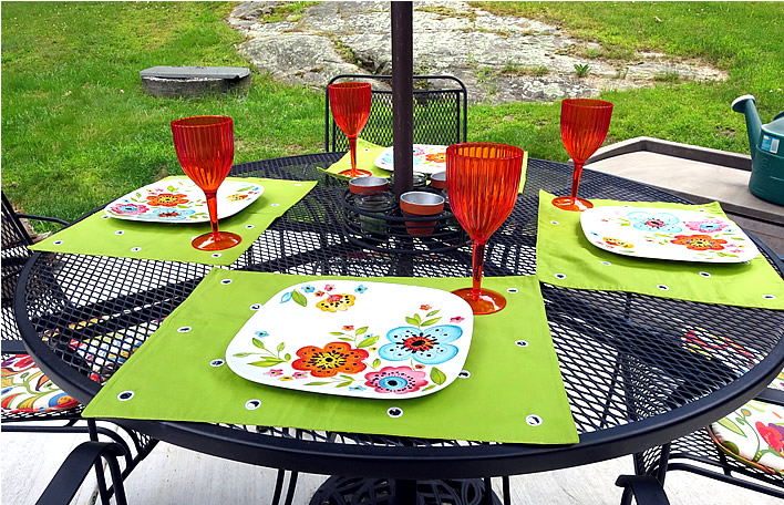 Outdoor entertaining table setting #yourhomeonlybetter