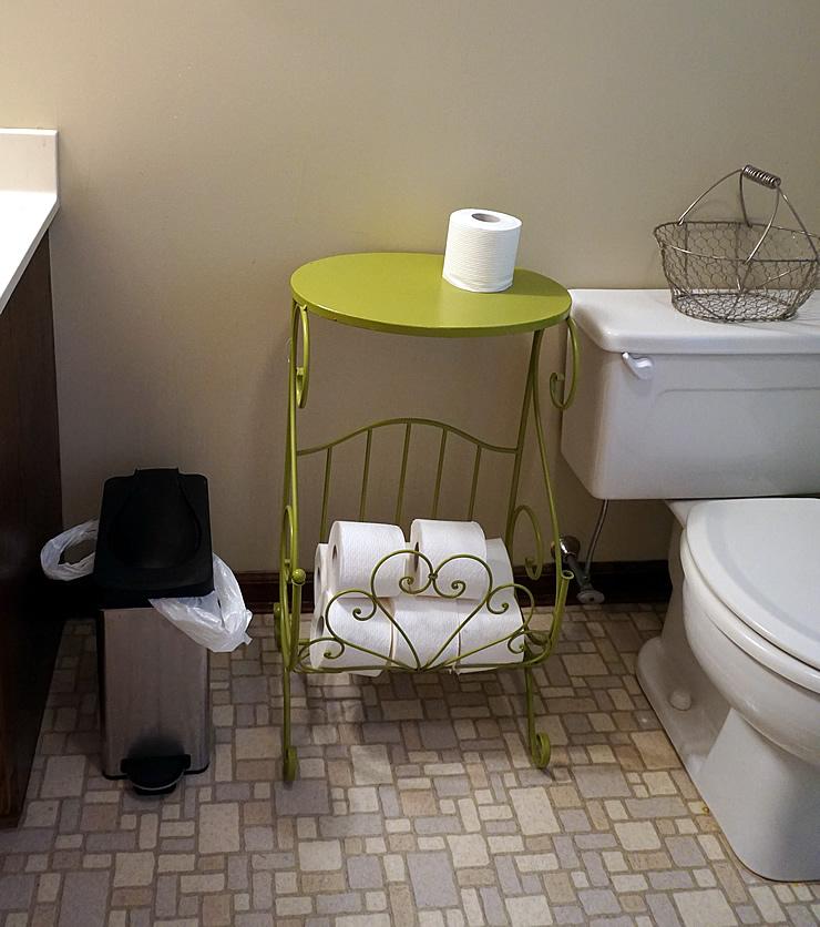 smart hardworking bathroom decor